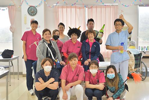 看護師・看護補助・介護福祉士集合写真